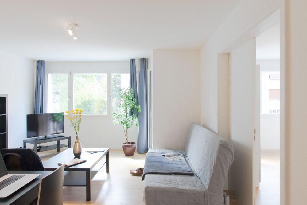 Hitrental Kreuzplatz Apartments