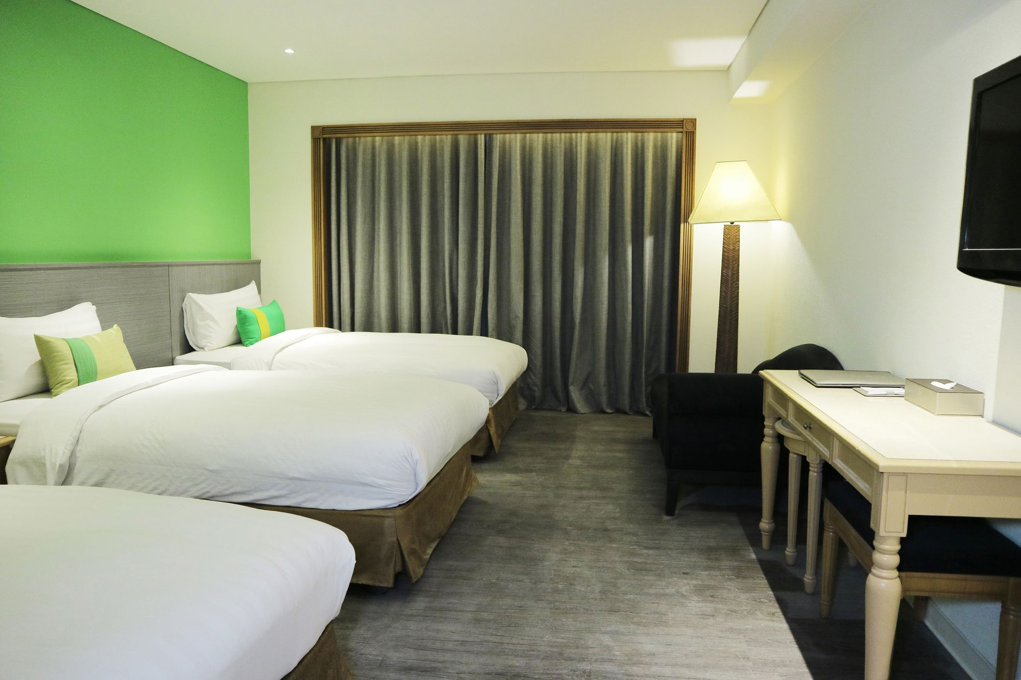 Green World Triplebeds Hotel