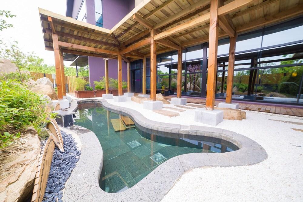 Suzhou River purple Resorts&Spa