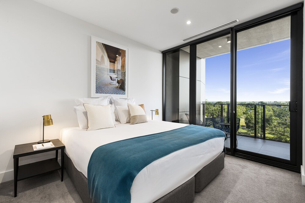 Tyrian Serviced Apartments Albert Park Lake