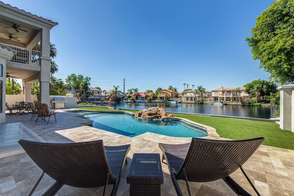 Huge Luxury Waterfront W Theater Game Room & Sparkling Pool 4 Bedroom Home