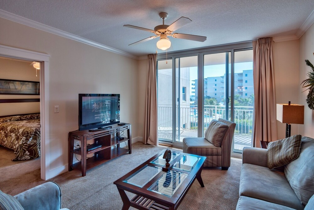 Waterscape A316 2 Br condo by RedAwning