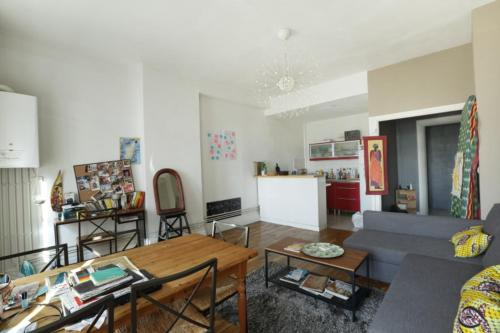 Bright and stylish family apt with parking