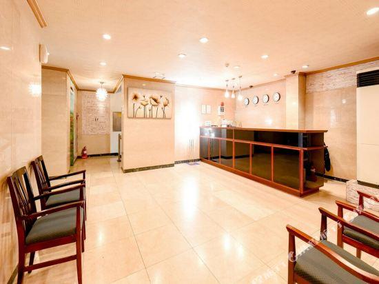 Gallery image of Bangbae Renaissance Hotel