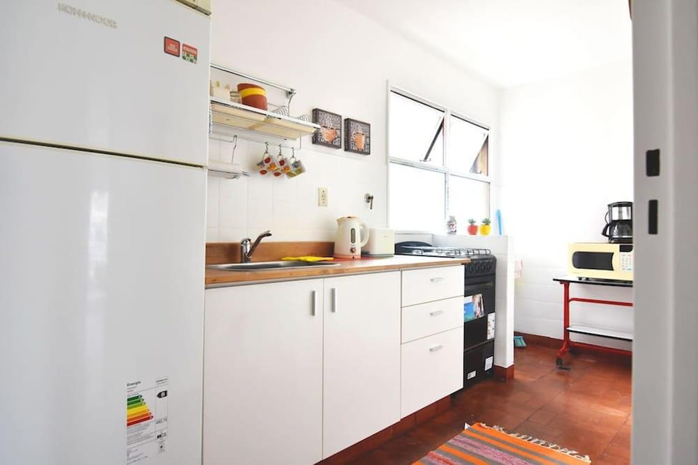 Modern studio with balcony by Sofacama