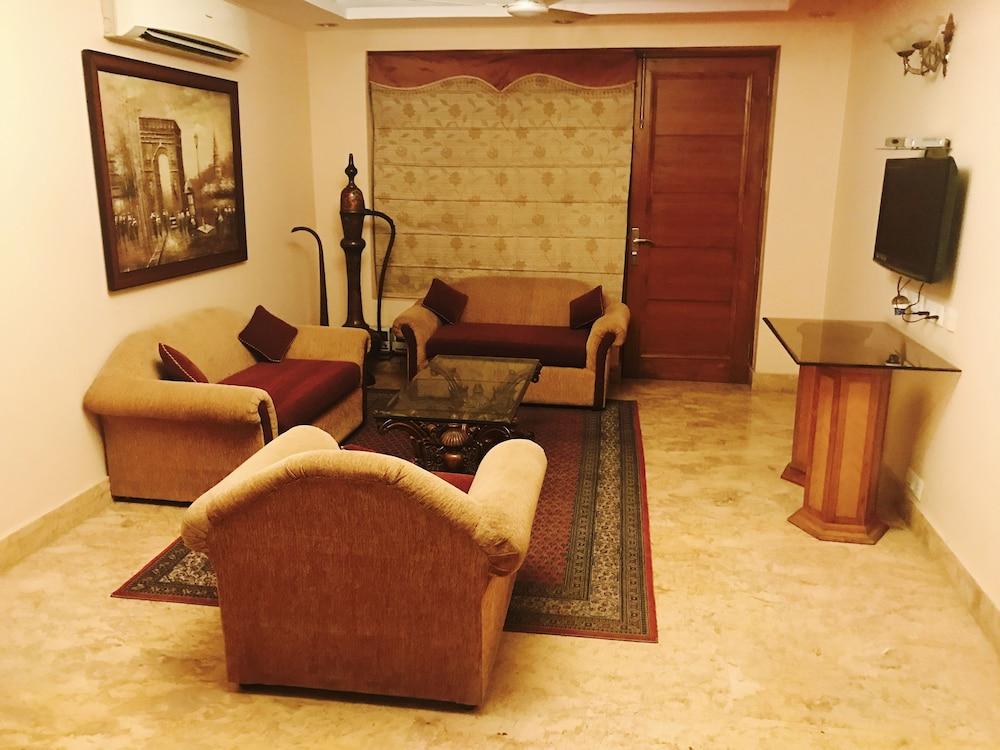 Skylink Suites & Apartments
