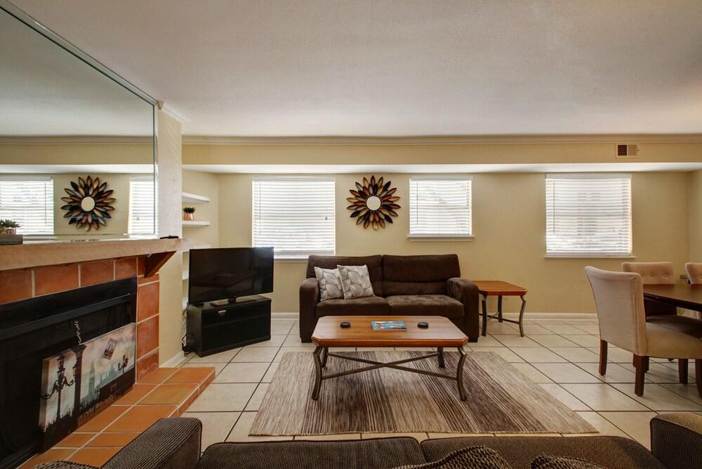 AustinStays 3 Bedroom Downtown Suite