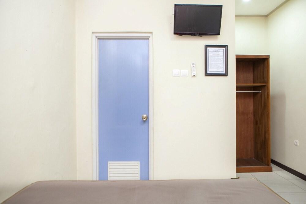 Gallery image of RedDoorz @ Sukamulya Pasteur