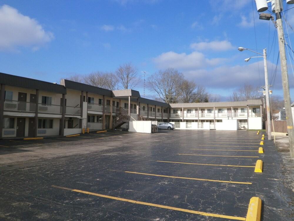 Gallery image of Richmond Inn & Suites