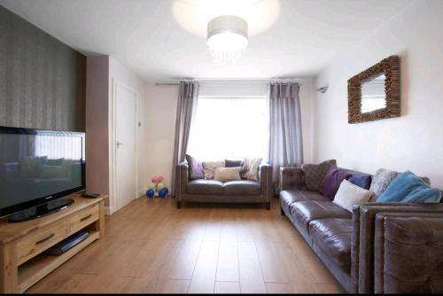 3 Bedroom sleeps 5 near Leeds centre