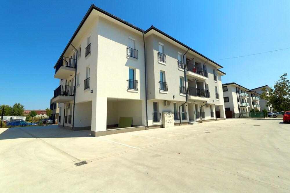Bright Sunny Apartments