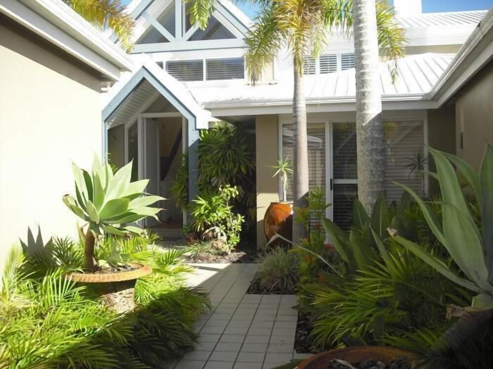 Sanctuary Cove Villas