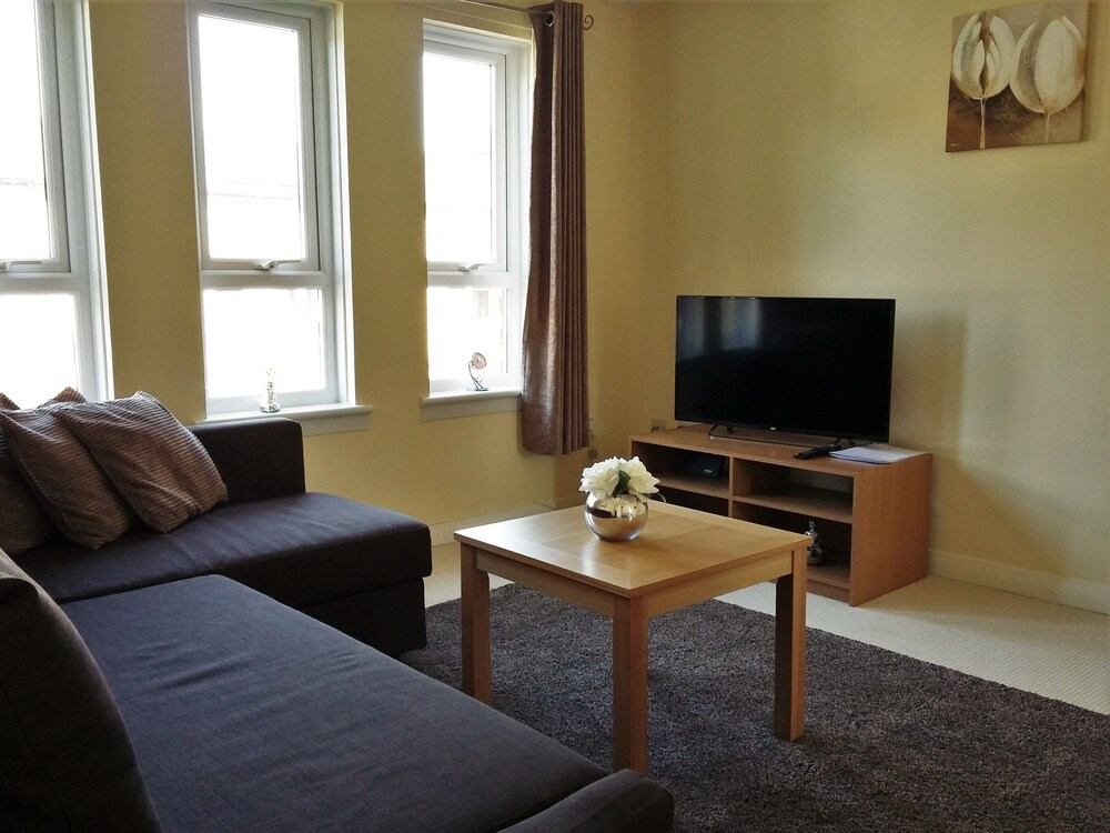 Modern 2 Bedroom Glasgow Apartment