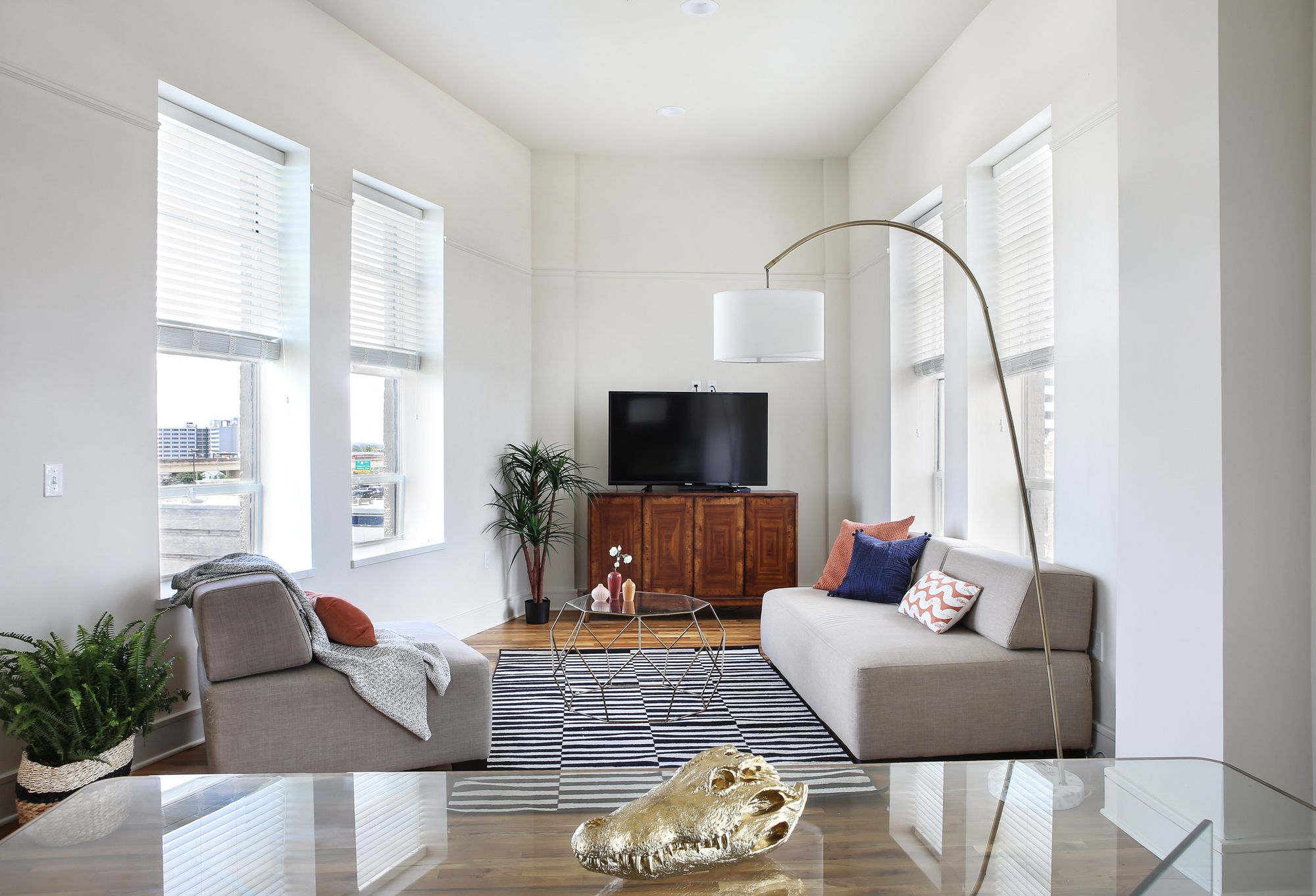 Penthouse 2BR in C.B.D. by Sonder