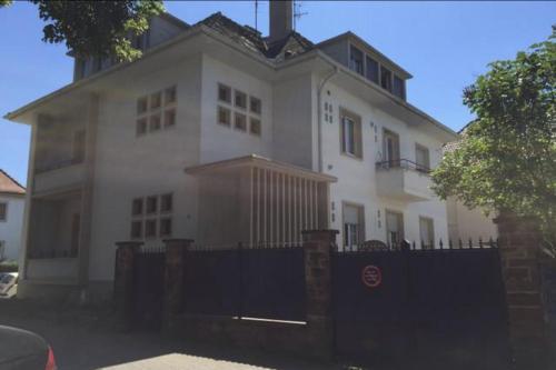 Charmant appartement avec terrasse dans villa