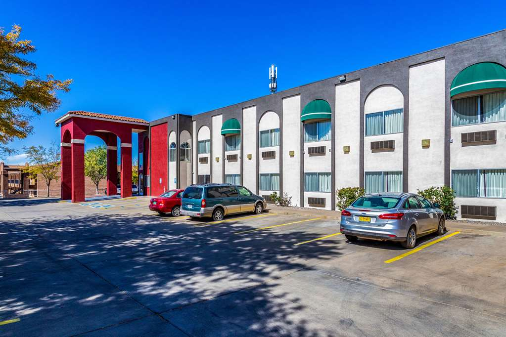 Gallery image of Econo Lodge Inn & Suites