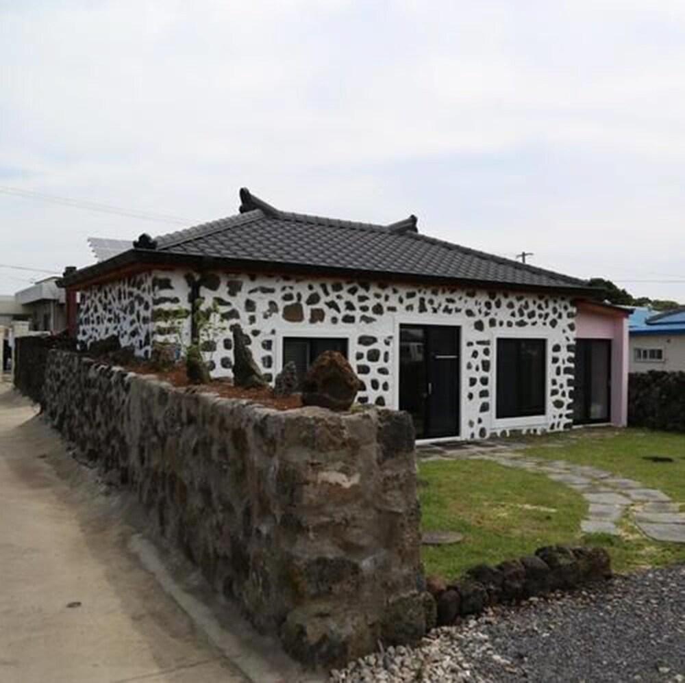 Damtteurak House