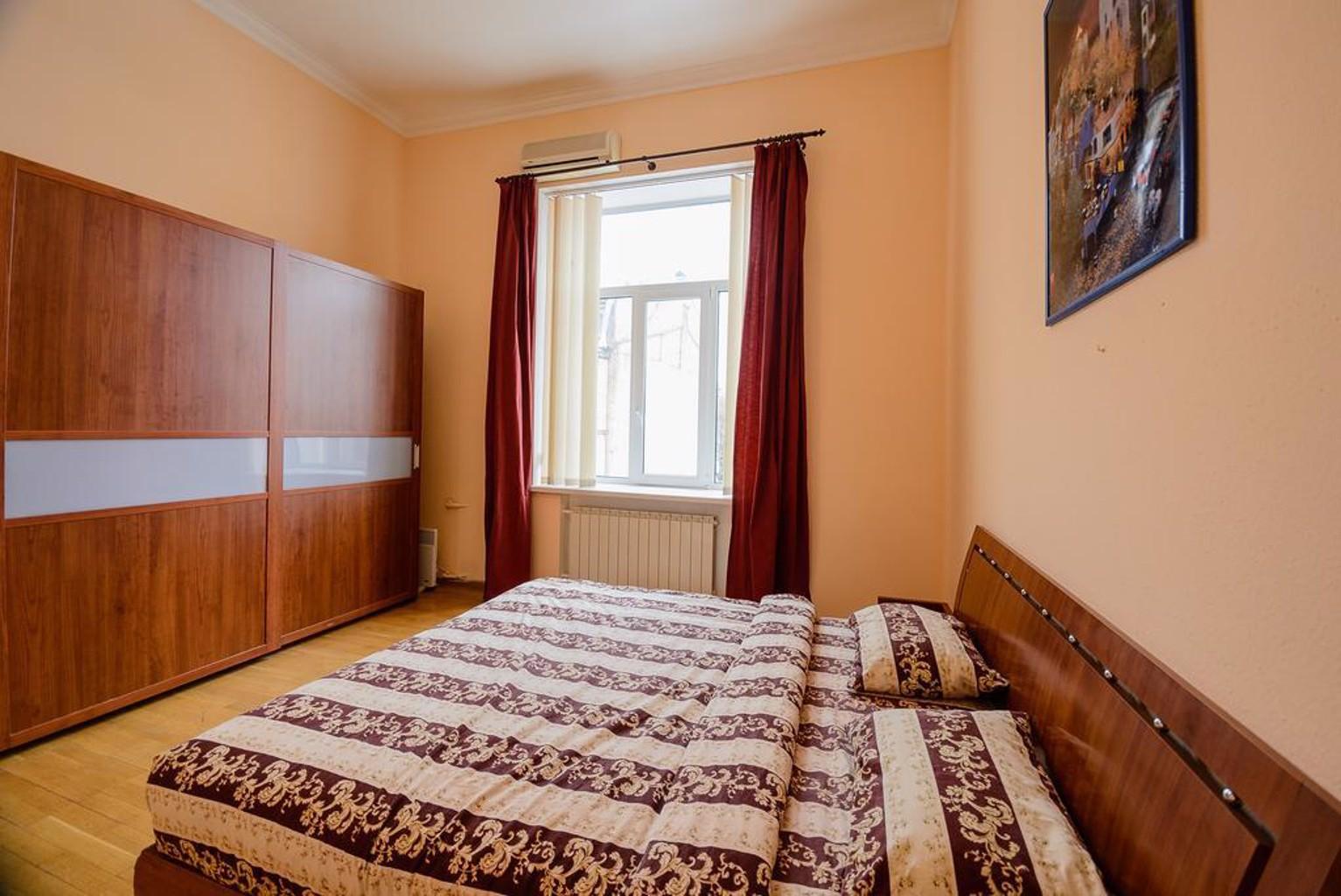 Kiev Accommodation on Muzeynyy lane