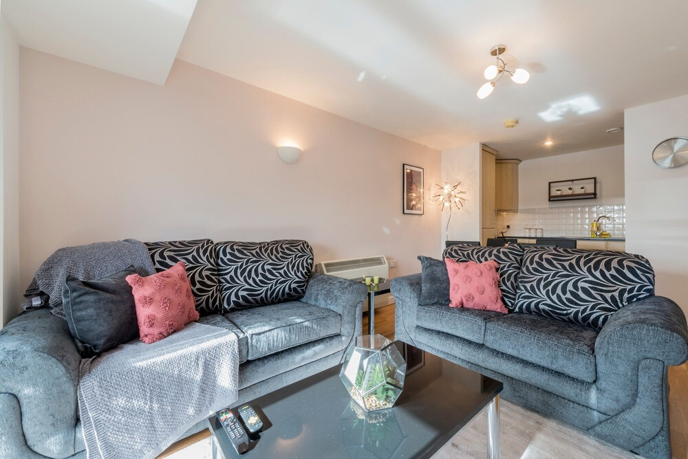 Modern 2 Bedroom Apartment Near Manchester Piccadilly