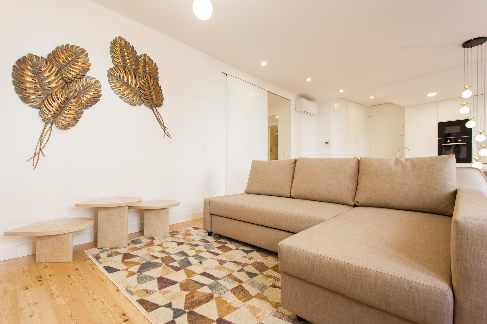 Mouraria Blue Three Bedroom Apartment w Parking by LU Holidays
