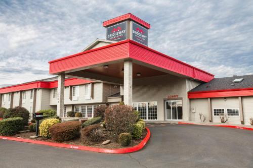 Bridgeway Inn & Suites Portland Airport