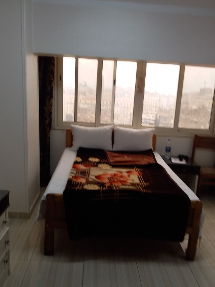 Isis Hotel 2 Hostel