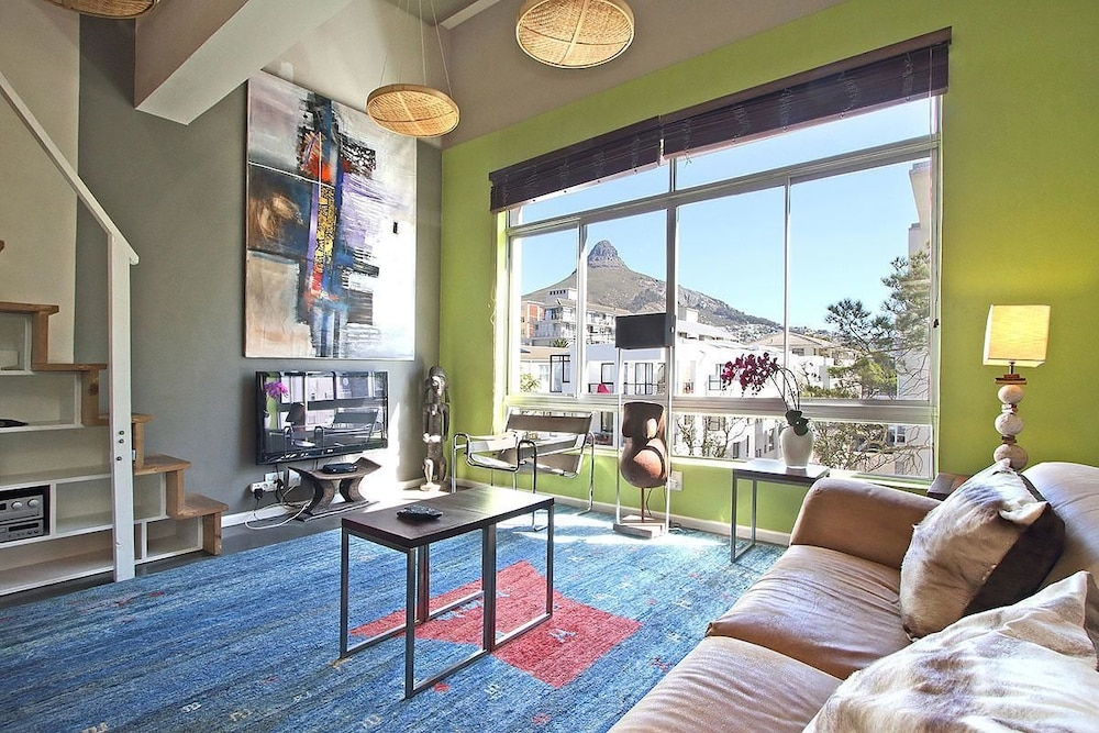 Berkeley Square Apartment