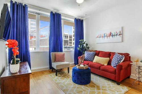 #906 Chic Downtown Condo Super Comfy Bed Sleeps4