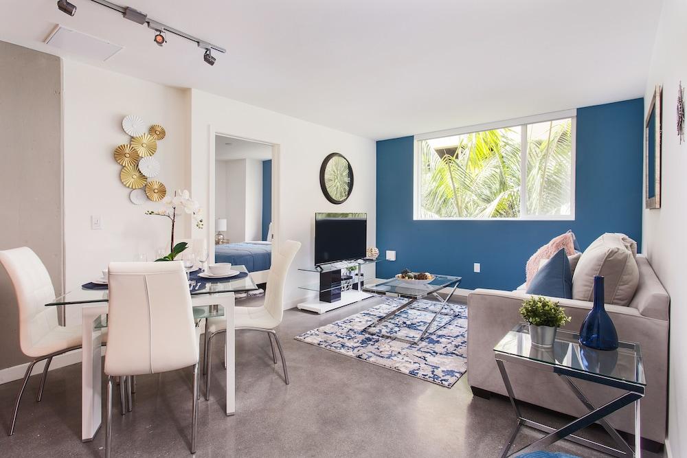 Downtown LA Luxury Two Bedroom Apartment