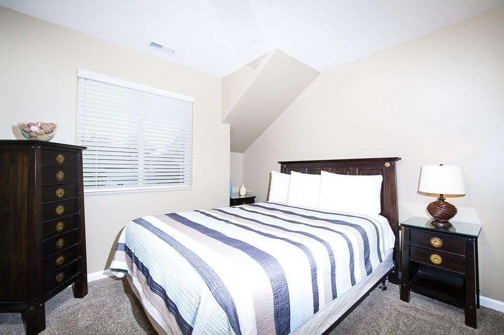 Browne's Beach N'pad 3 Bedroom Home