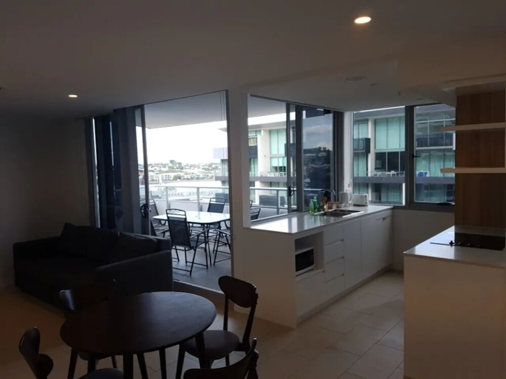 2 Bedroom Newstead Unit With Parking