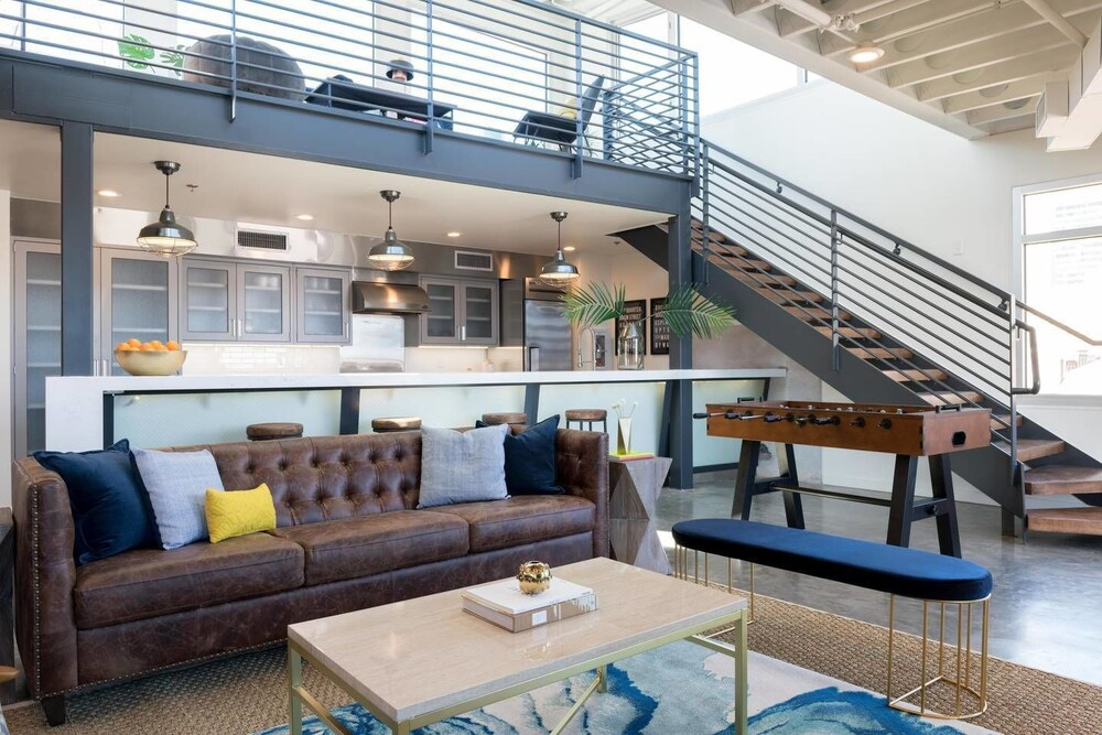2br 2ba Penthouse in Warehouse Dist. by Domio