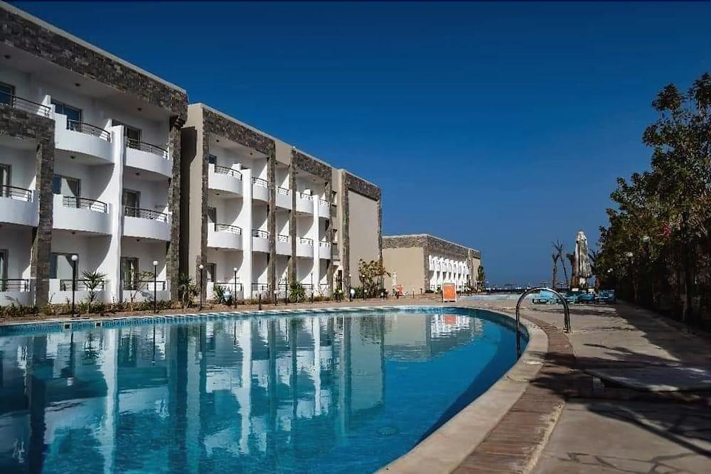 Apartments at Cecelia Resort