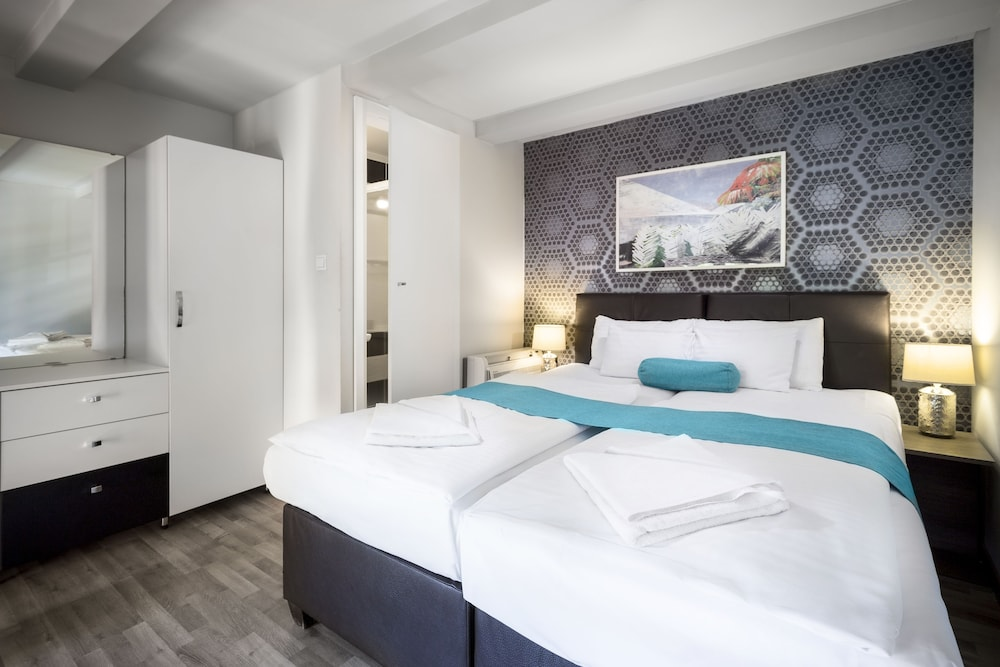 Hotel Mika Downtown