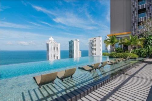 The Riviera Wongamat 5star beach