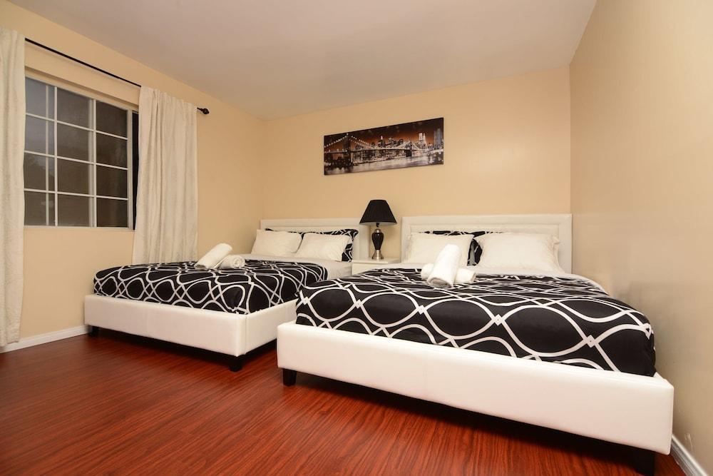 Hollywood Cozy Bedrooms