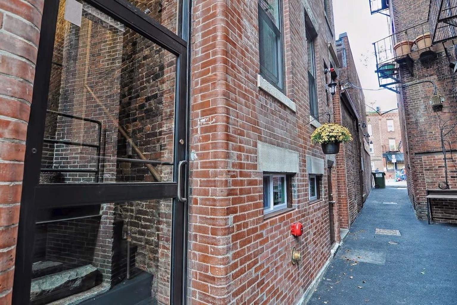 2br 1ba Apt in Authentic North End by Domio