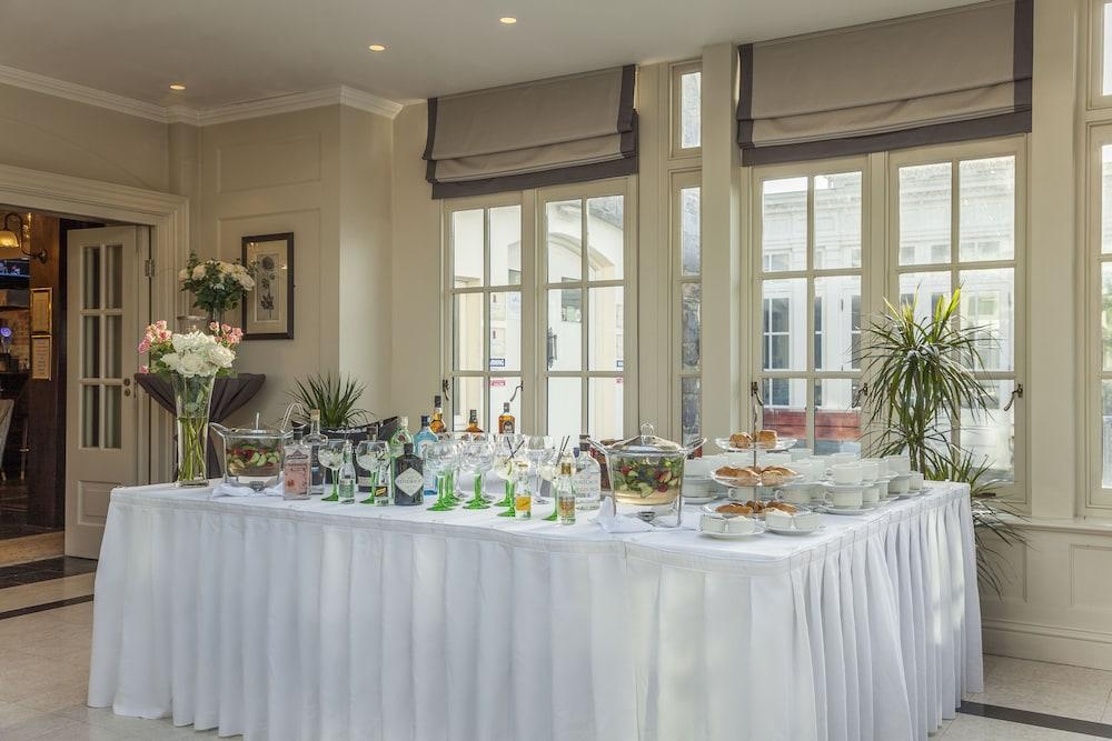 Gallery image of Killarney Heights Hotel