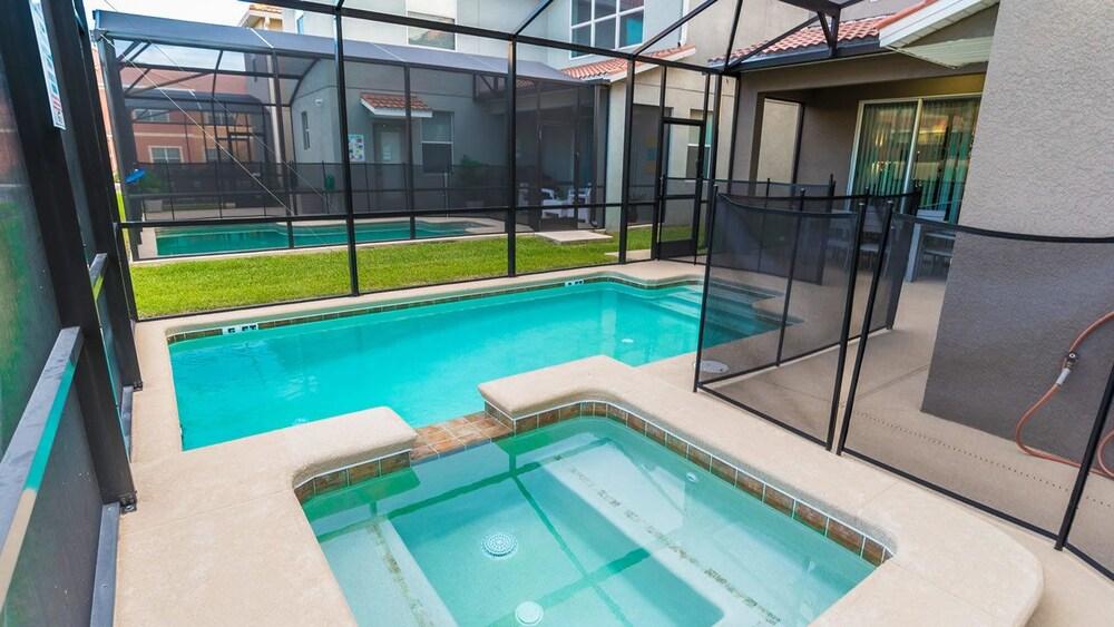 Villa 9004 Majesty Palm Rd Paradise Palms
