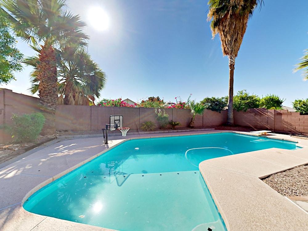 4br W Heated Pool Near Desert Ridge 4 Bedroom Home