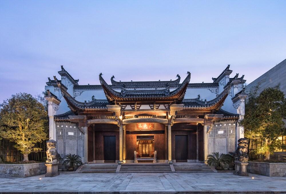 Ahn Luh Zhujiajiao