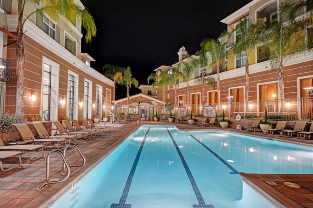 Global Luxury Suites Baypointe Station