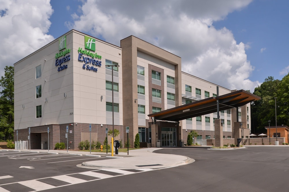 Holiday Inn Express & Suites Charlotte Ballantyne