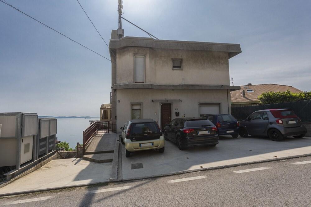 Strada del Friuli Sea View and Terrace