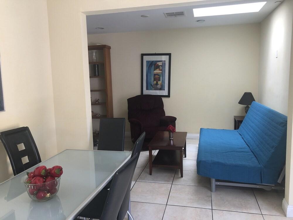 Modern Home In Burbank
