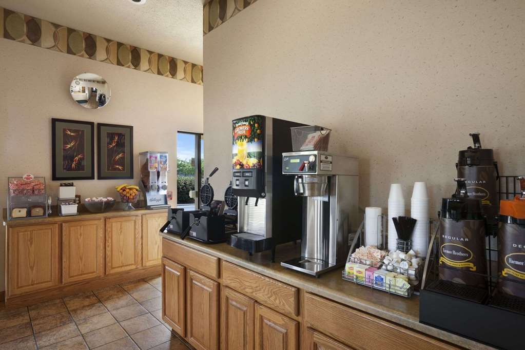 Gallery image of Super 8 by Wyndham Collinsville St. Louis