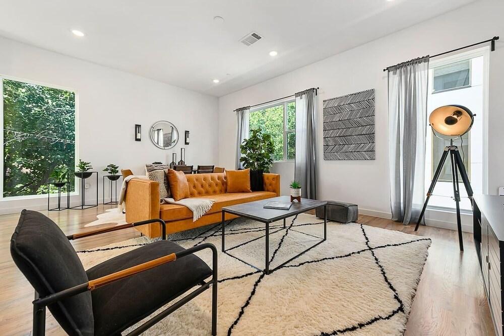 Jurny Bishop Arts District 2 Bedroom Apartments