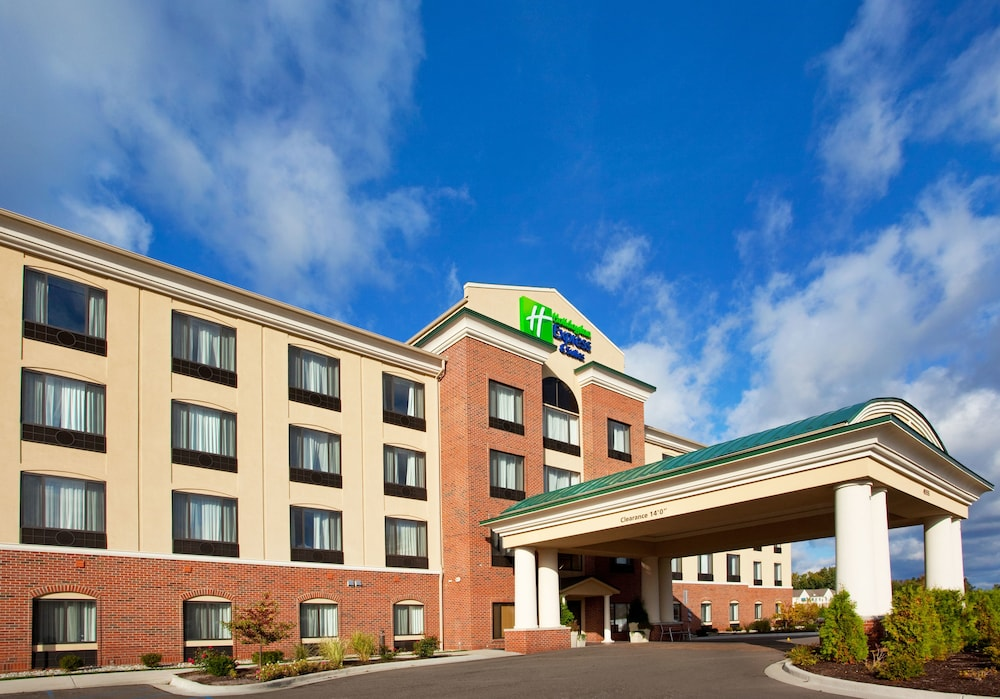 Gallery image of Holiday Inn Express Hotel & Suites Detroit Utica