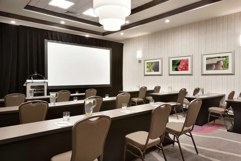 Gallery image of Hilton Garden Inn Pittsburgh Airport South Robinson Mall