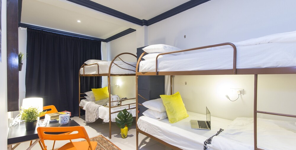 ZEN Hostel The Bed Station
